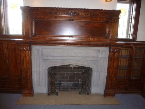 The fireplace in the parlor/library/men's drinking room (?) extolls the virtue of wisdom